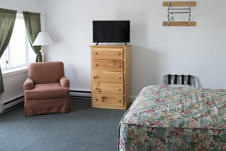 motel rooms with wifi and flat screen tvs in bar harbor maine